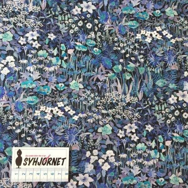 Liberty med blomstereng i blålilla nuancer økotex 100